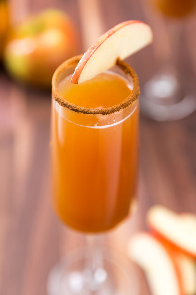 gallery-1461677456-delish-apple-cider-mimosa-1